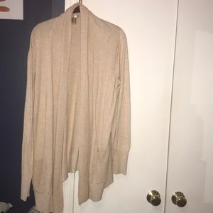 Cream long sleeve cardigan with pockets size L